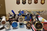 Comacchio: GDF, sgominato deposito del finto lusso. Tre i denunciati