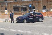 Medicina (Bo): Ferma l'auto per urinare in mezzo alla carreggiata e aggredisce 4 carabinieri