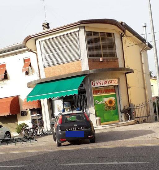Vigarano Pieve (fe): una banda a volto coperto rapina il Minimarket del centro