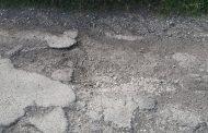 Bondeno (fe): situazione di degradazione e pericolo della strada in via