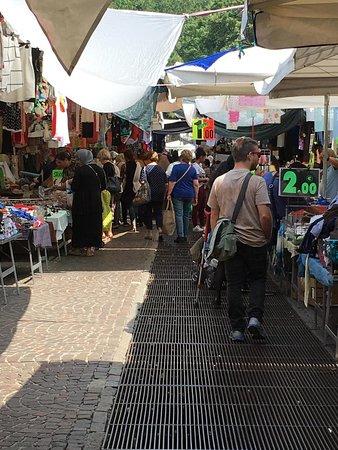 Bologna: trovano in Piazzola un portafoglio con 950 euro e lo restituiscono al proprietario