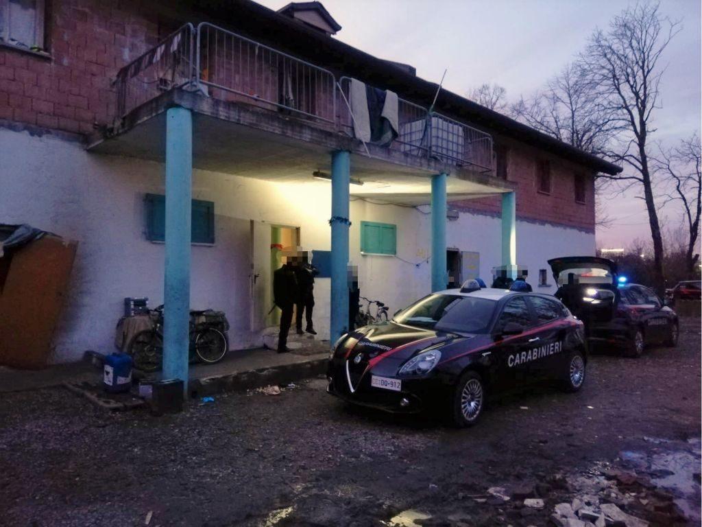 Nuova Fonte Del Materasso Bologna.Bologna Blitz In Via Stalingrado Persone Ammassate Ratti Droga