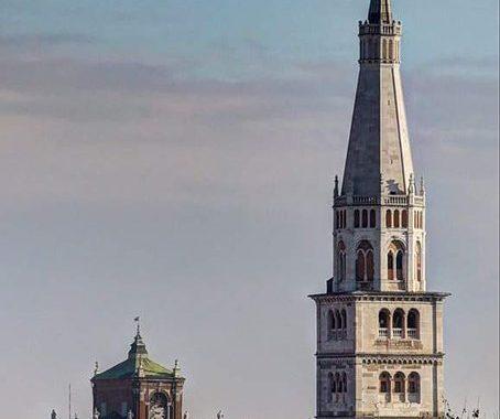 Modena - Auser arruola studenti per portare spesa e medicinali agli anziani
