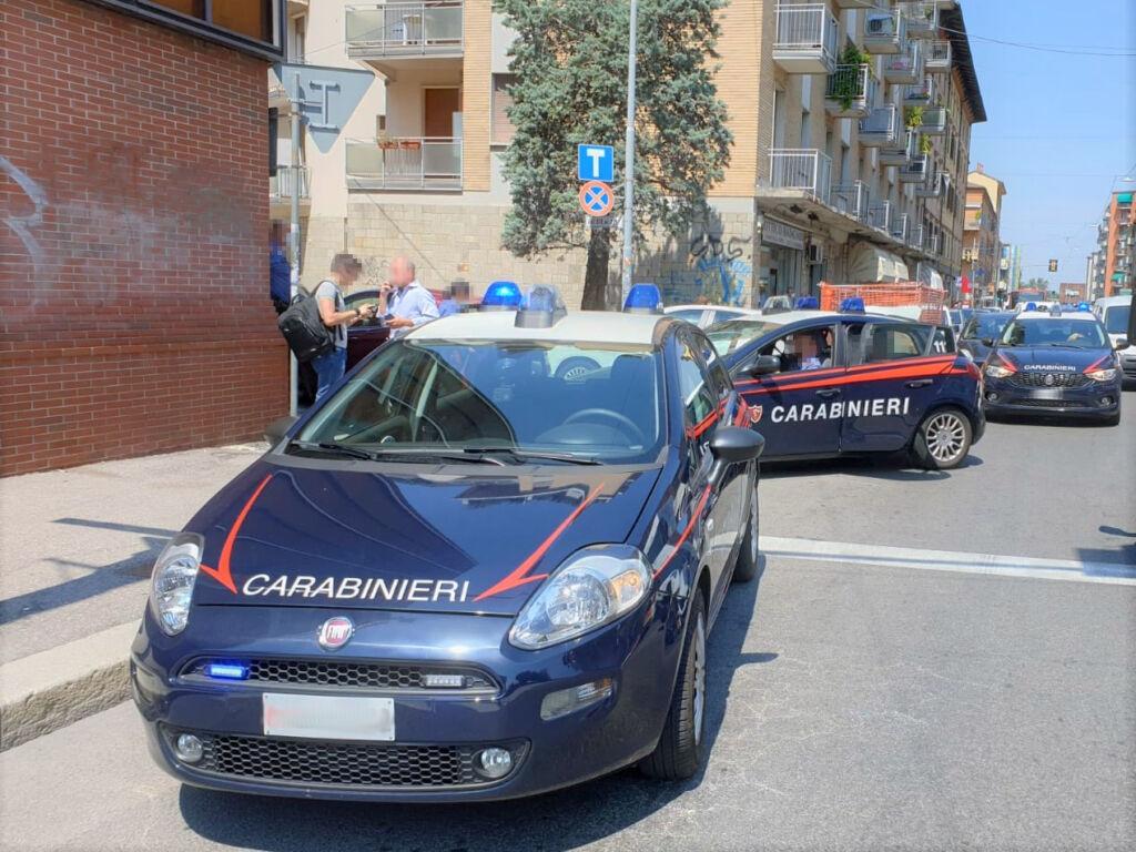 Bologna: Minaccia e tenta di estorcere denaro al suo avvocato