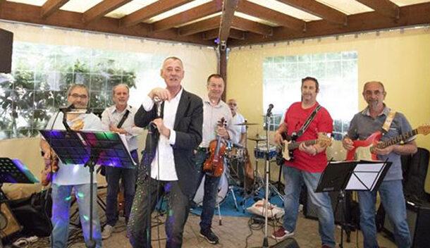 Vigarano Mainarda (Fe): apericena in piazza con la Feo's band