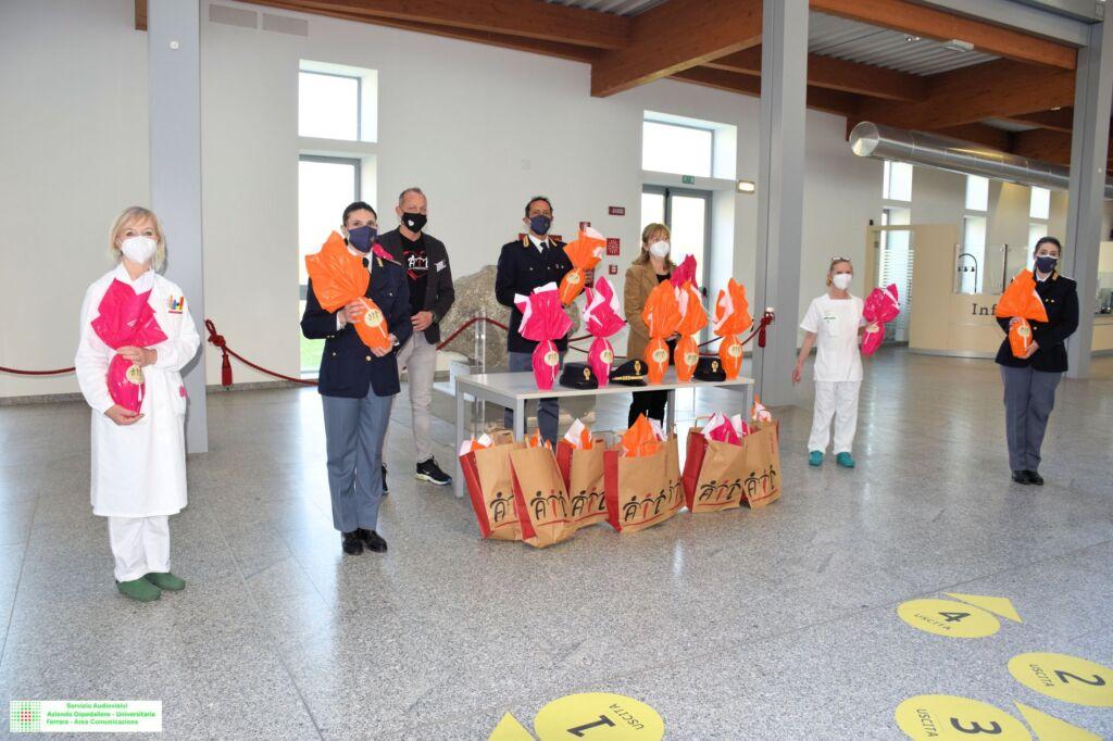 Ferrara: La Polizia di Stato dona uova Ail al reparto pediatrico